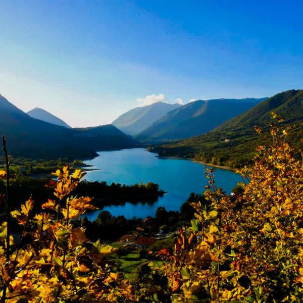 Lago di Barrea e i suoi colori