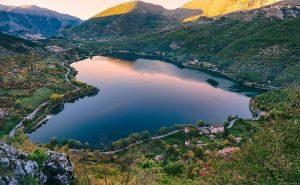 Lago di Scanno - Sentiero del Cuore #lagoaformadicuore